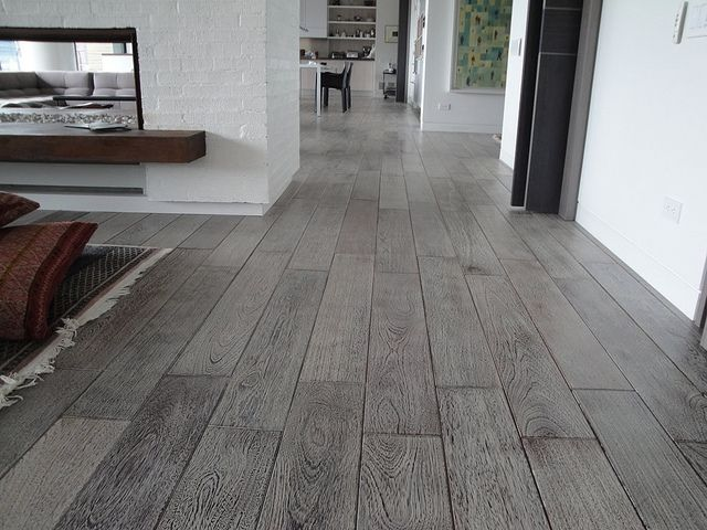 La madera en el interiorismo madera gris nueva for Pisos para interiores tipo madera